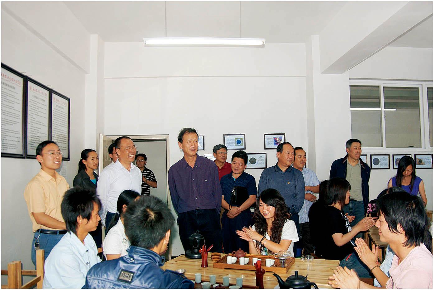 2009年4月22日,云南省教育厅副厅长和福生(前排三)莅临学院指导工作