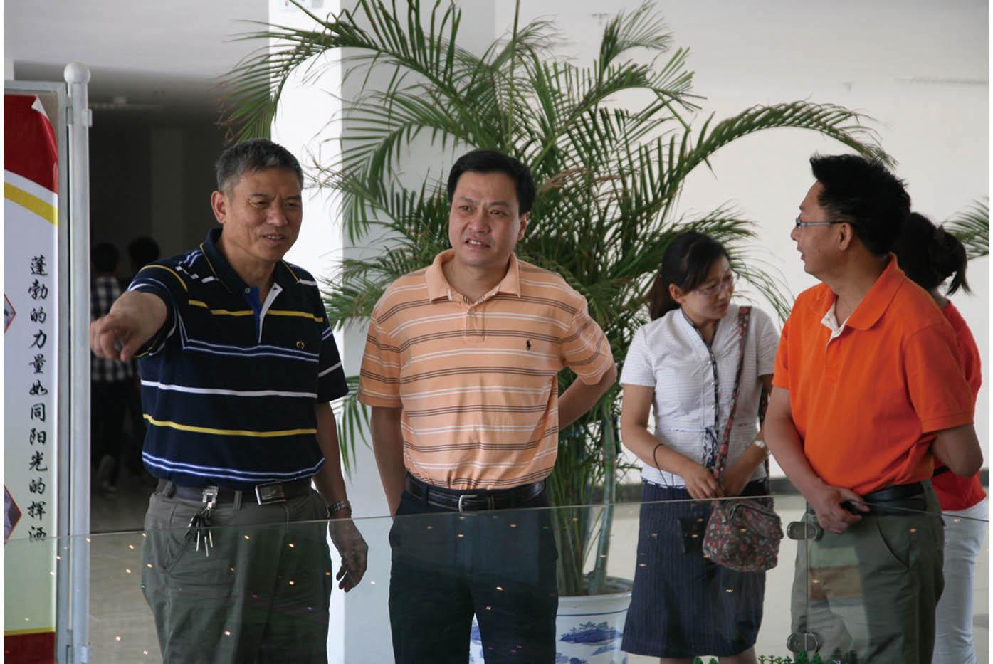云南省教育厅国际交流中心主任高明磊(左二)莅临学院指导工作