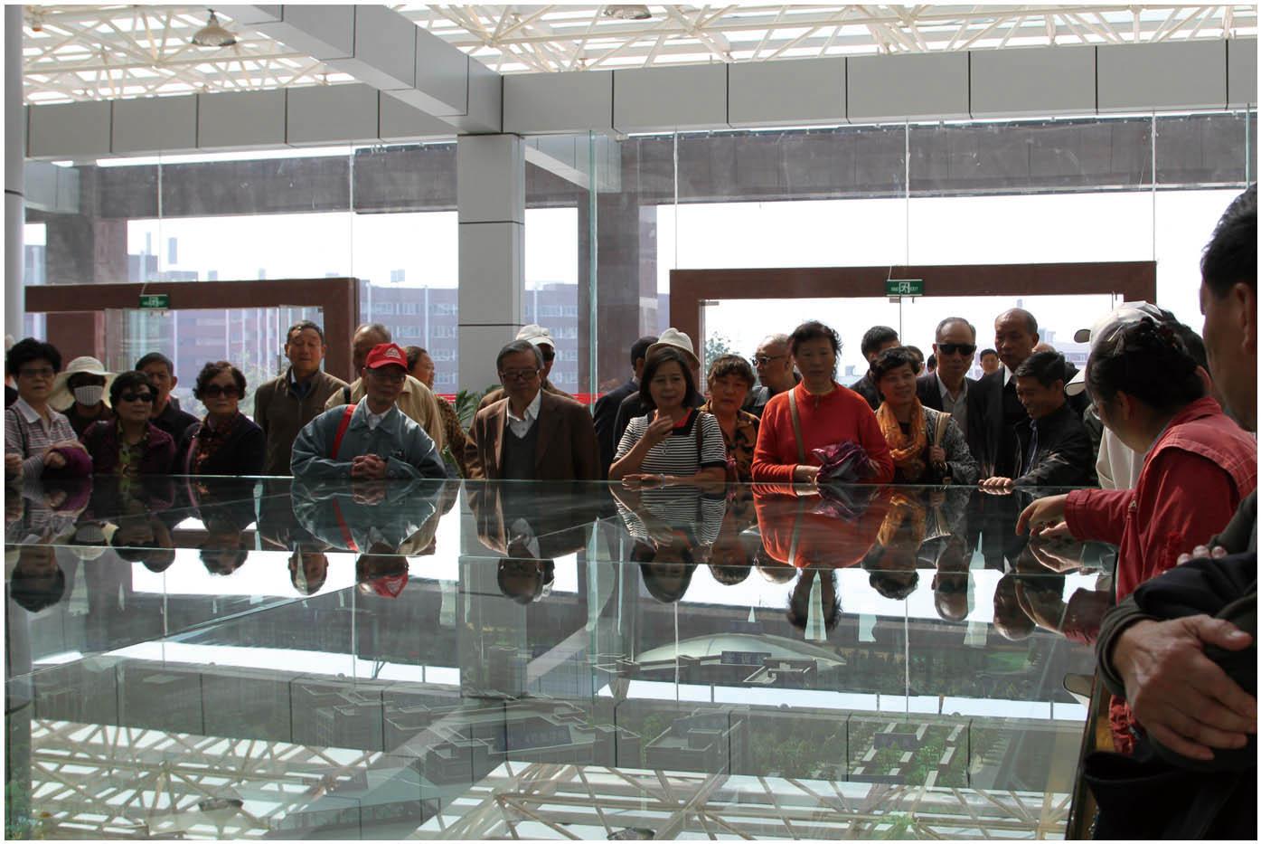 2013年10月11日,云南省教育系统离退休老干部莅临学院参观指导