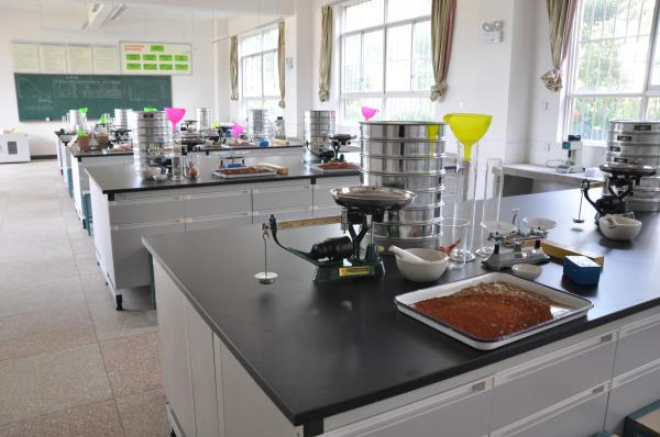 土木工程实验中心——土力学试验室