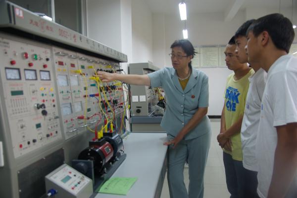 电气自动化实验中心—电机实验室