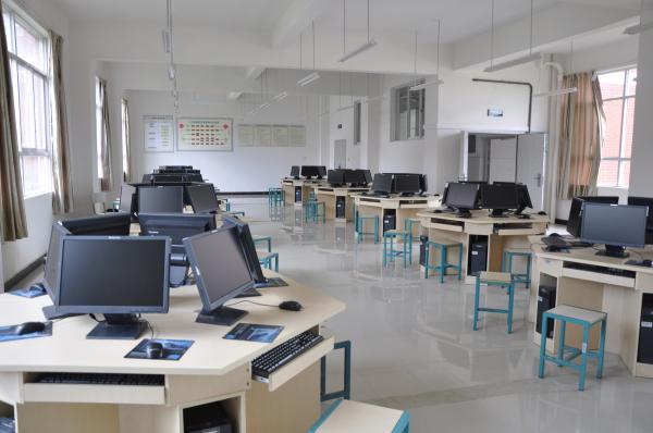 现代服务实训中心—现代管理综合