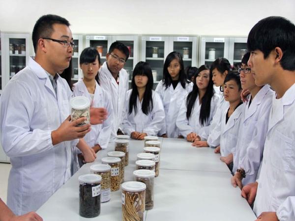 化学与药学实验中心—生药标本室