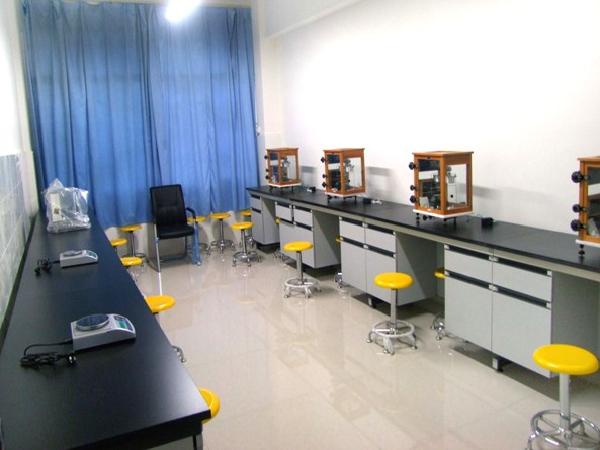 化学与药学实验中心—天平实训室