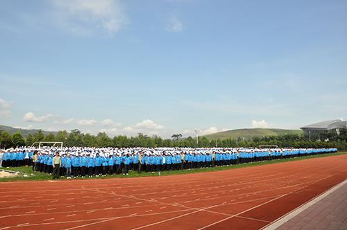 云南经济管理学院隆重举行2014级新生军训暨入学教育动员大会