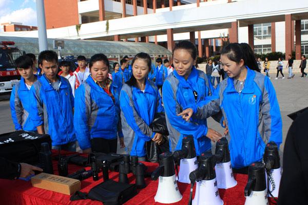 安宁市公安局 警营开放日 活动在云南经济管理学院安宁校区举行