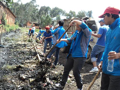 志愿活动亲社区,走进群众零距离