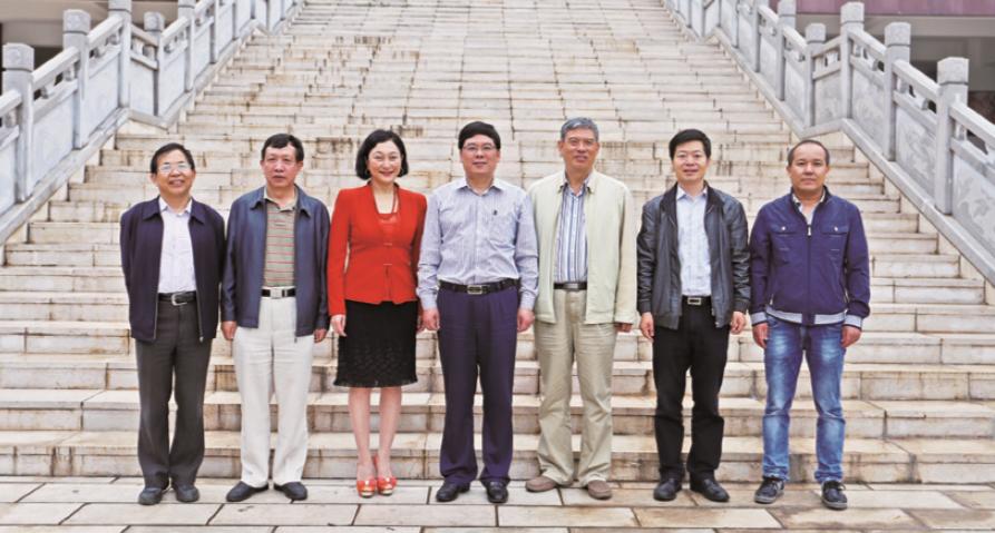 云南省教育厅副厅长朱华山(中)到我校调研指导工作