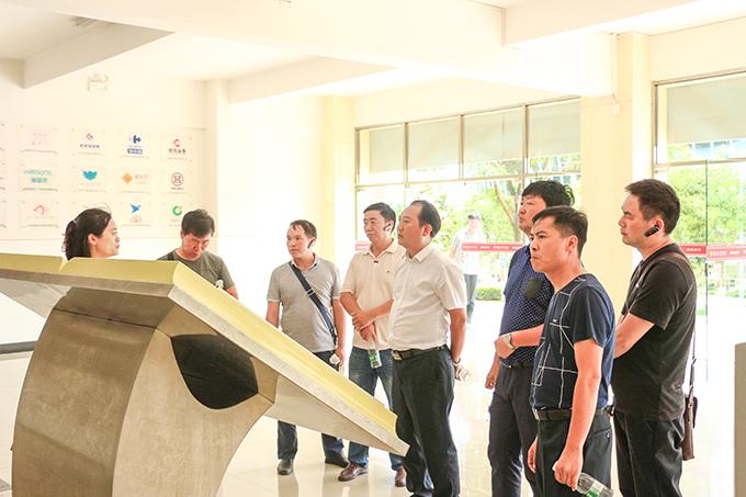 2019年6月27日,广南县职业教育调研组各位领导莅临我校参观指导