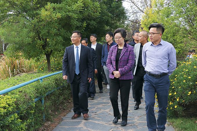 2019年10月29日,学校与云南教育国际交流协会调研座谈会